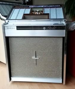 Rockola 'rat' look jukebox
